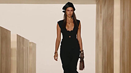 "Джиджи Хадид оглави дигиталното модно ревю на ""Версаче"""
