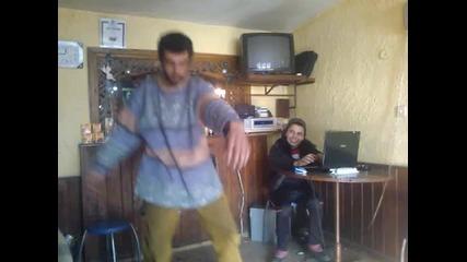 Kак Българин играй Gangnam Style Много Яко :d