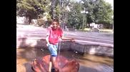 Сашко в фонтана