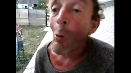 Пиян руснак изяжда жива жаба ;]