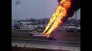 Огромни пламъци от ауспуха на кола