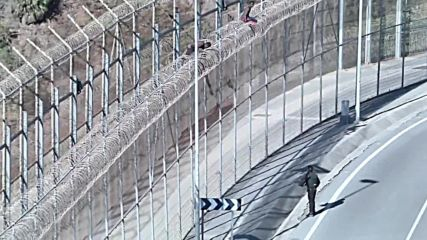 Spain: Dozens of refugees climb atop fence bordering Ceuta