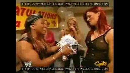 Moments Of Trish ] Raw 6/08/04 Изненада За Лита От Дивите+ Намеса На Триш В Мача На Виктория