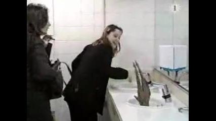 Скрита камера в женската тоалетна.смях