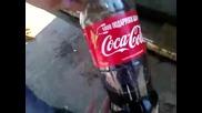 Кока Кола премахва ръжда от стар автомобил!