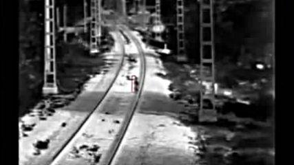Спасиха по чудо 3 г. дете, секунди преди да го прегази товарен влак