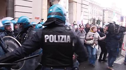Italy: Police charge left-wing protesters who attempt to oppose PD rally in Turin