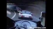 Bugatti Veyron vs Yamaha R1 - По Немски АУТОБАН а и една Carrera GT се включва !!!