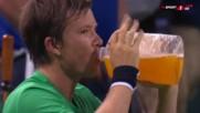 Тенисист изуми с гигантска бутилка
