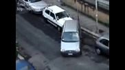 Жена Шофьор И Паркиране = Смях