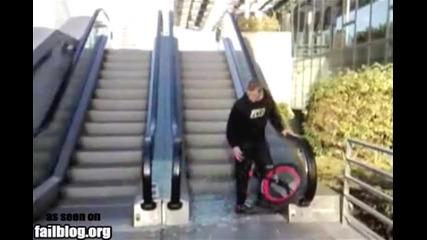 Пич с едноколка чупи ескалатор