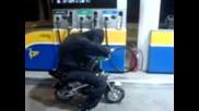 Кражба На Бензин Със Свръх Мощен Мотор :)