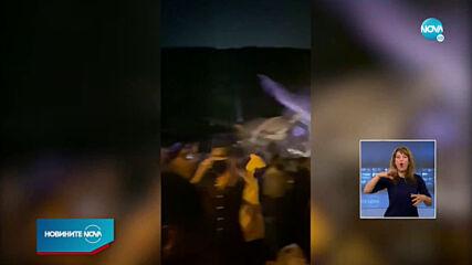 Самолет с близо 200 души се разцепи на две при приземяването си