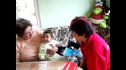 двете баби пеят