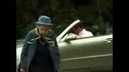 Баба заспива на пешеходна пътека - (!!!смях!!!)