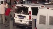 Полицейска кола е затисната по време на протестите в Турция колата е потрошена и обърната !!!