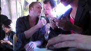 Група свири с телефони след като са им откраднали инструментите