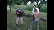 Двама Пияни Румънци Се Бият В Свободен Стил