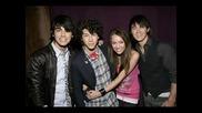 Miley Cyrus & Nick Jonas.