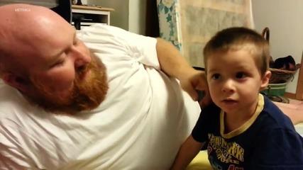 Реакцията на дете, когато баща му открадне ухото