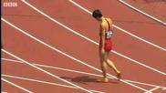 Най - популярния китайски спортист Liu Xiang се контузи на тренировка