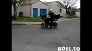 Пощальон на задна със скутер