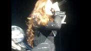 Един от екстеншъните на Demi Lovato падна по време на изпълнение - All Night Long