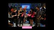 Rihanna целува Justin Bieber по бузата