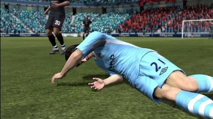 Fifa 12 Bug Давид Силва прави шпагат ! Смях