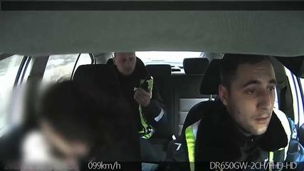 Полицаи спасяват бебе