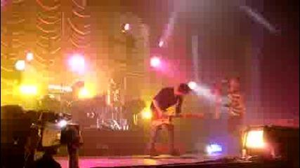 Paramore - Pressure [london Wembley Arena] 18/12/2009