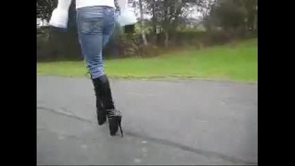 Боже..как се върви на такива екстремни обувки?!