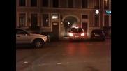 Луд руснак издърпва с въже , кола която му пречи да премине !