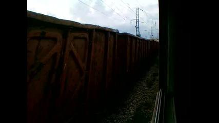 Товарен влак напуска гара Илиенци