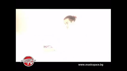 Mango Duende: Дебютният ни клип иронизира петъчните партита
