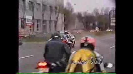 Полицейска Кола Блъска Мотор!!!