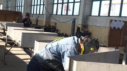 Да работиш с гущер на гърба. смях !!!