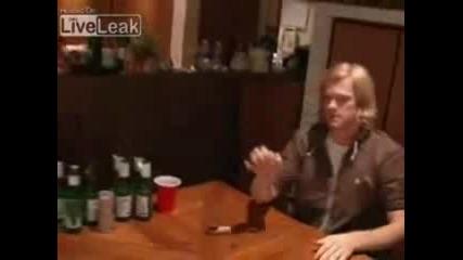 Човек Вкарва 10монети В 10 Чаши