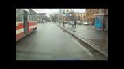 Ето как дъщерята на Чък Норис се качва в автобуса