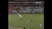Силен Вятър Помита Реклами И Ранява Футболисти
