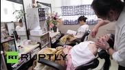 Япония: Трябва ли жените да си бръснат лицата? Токио казва Да!