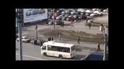 Опит за безплатно шофиране чрез закачване за автобус