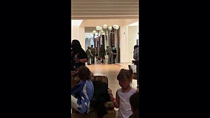 USA: Honolulu hotel on lockdown after man barricades himself in room, fires shots through door