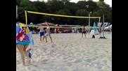 Казийски и Соколов играе плажен волейбол