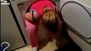 Блондинка в пералния