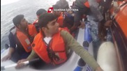 Greece: Refugees and migrants picked up by Italian Coast Guard in the Aegean