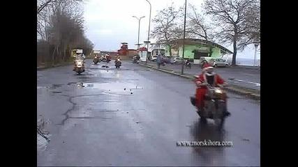 30 Дядо Коледовци на мотори в Бургас