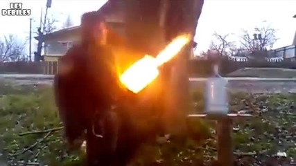 Руснак запалва туби заредени с газ