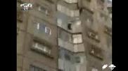 Румънец Скача От 6 - Ти Етаж