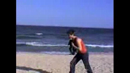 Задно Салто На Плажа